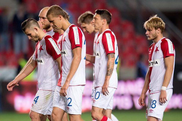 Fotbalisté Slavie (zleva): Radek Voltr, Martin Latka, Tomáš Souček, Milan Škoda, Jiří Bílek a Josef Bazal po utkání s Mladou Boleslaví.