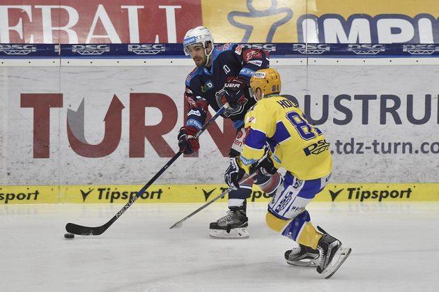 Zleva Brett Flemming z Chomutova a Petr Holík ze Zlína.