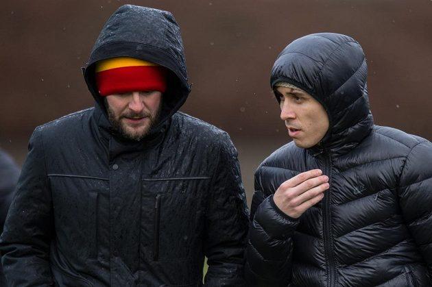 Člen představenstva Sparty Praha Jakub Otava (vlevo) a nová posila Letenských Josef Šural během přípravného utkání s Ústím nad Labem.