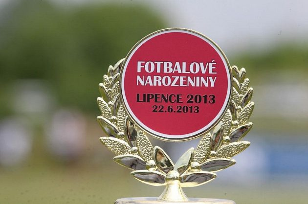 Trofej pro vítěze fotbalového turnaje v Lipencích.