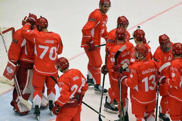 Hokejisté Třince se radují z vítězství a postupu do čtvrtfinále Ligy mistrů.