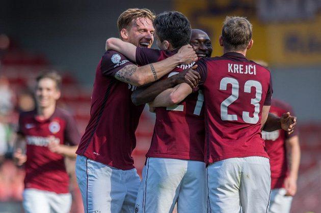 Fotbalisté Sparty Praha (zleva): Radoslav Kováč, David Lafata, Kehinde Fatai a Ladislav Krejčí oslavují pátý gól proti Jihlavě.