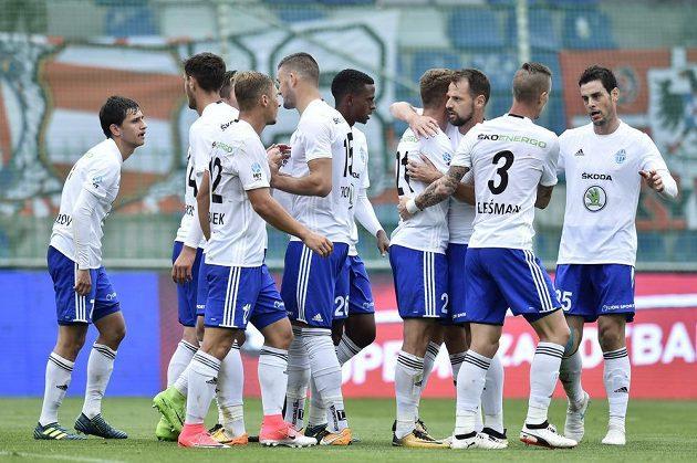 Fotbalisté Mladé Boleslavi se radují z úvodního gólu.