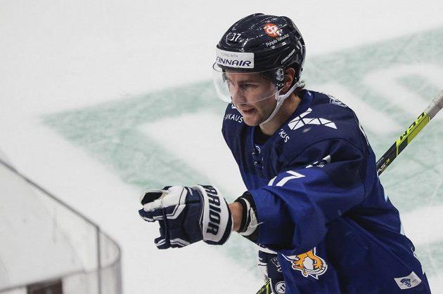 Fin Mikael Ruohomaa oslavuje branku proti českému týmu.