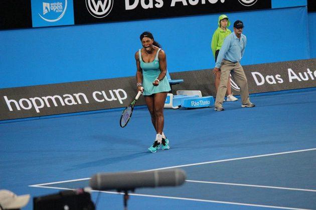 Americká tenistka Serena Williamsová se raduje po víztěném míčku.