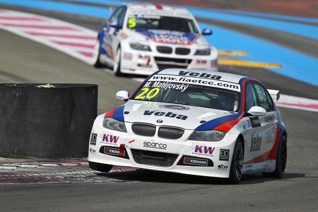 Michal Matějovský si s BMW 320si jede pro vítězství na okruhu Paul Ricard.