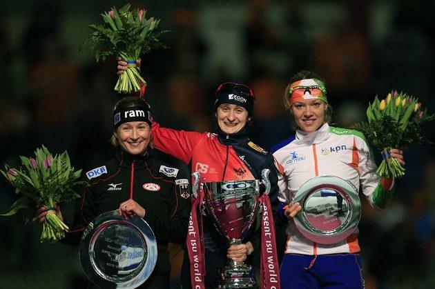 Nejlepší trojice rychlobruslařek na dlouhých tratích - zleva Němka Claudia Pechsteinová, Martina Sáblíková a Yvonne Nautaová z Nizozemí.