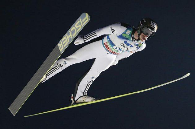 Český skokan na lyžích Roman Koudelka zvítězil v nedělním zkráceném závodě v norském Lillehammeru.