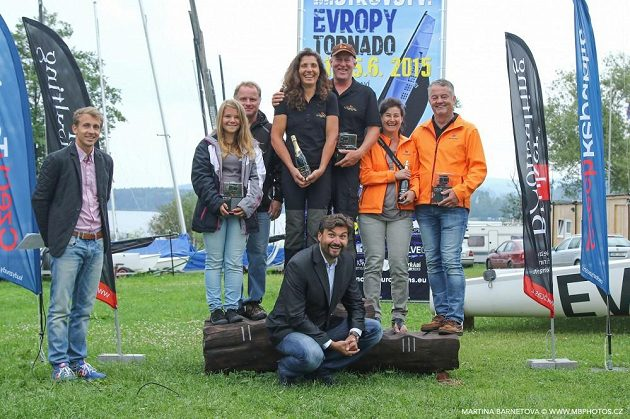 Šampionát katamaránů na Lipně vyhrál německý manželský pár Roland a Nahid Gäblerovi (uprostřed).
