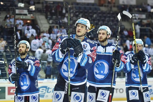 Plzeňská radost na ledě Liberce po utkání čtvrtfinále play off hokejové extraligy.