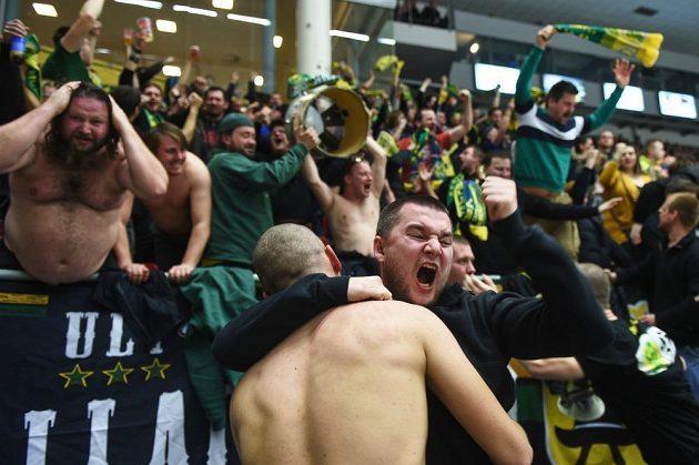 Fanoušci hokejového Vsetína si semifinále v Českých Budějovicích užívali.