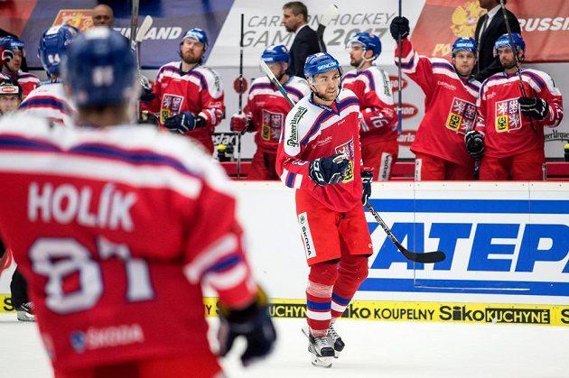 Jan Rutta oslavuje gól na 2:2 během utkání s Finy na turnaji Carlson Hockey Games v Českých Budějovicích.