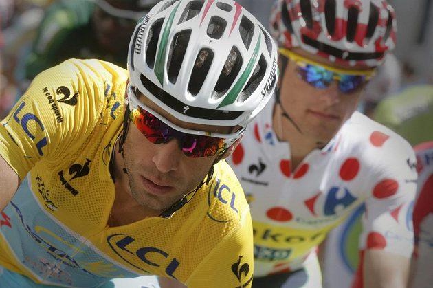 Lídr Tour Vincenzo Nibali z Itálie (vlevo) a skvělý polský vrchař Rafal Majka na trati středeční 17. etapy závodu.