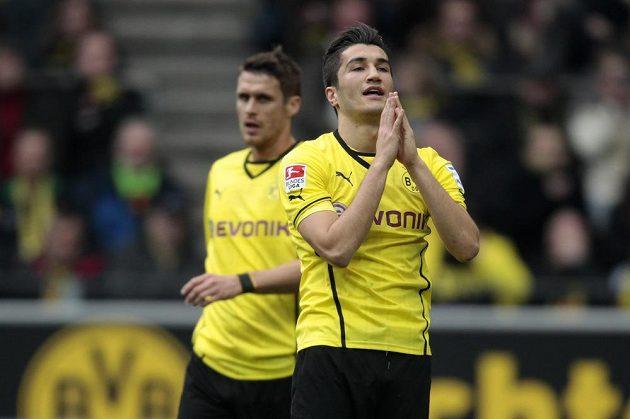 Roztrpčení fotbalisté Borussie Dortmund Sebastian Kehl (vlevo) a Nuri Sahin