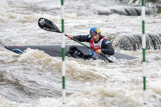 Kajakář Vavřinec Hradilek během Českého poháru ve vodním slalomu ve Veltrusech.