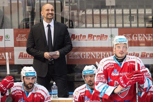 Trenér Pardubic Miloš Holaň během utkání na Spartě.