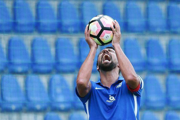 Milan Baroš ze Slovanu Liberec po zmařené gólové šanci proti Brnu.