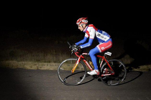 Závod RAAM se jede dnem i nocí, někteří účastníci stráví v sedle i 22 hodin denně.
