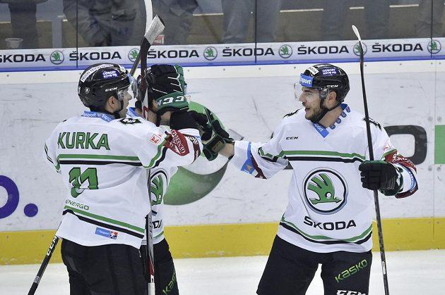 Hokejisté Mladé Boleslavi (zleva) Jiří Kurka, autor branky Marek Hrbas a Mário Lunter se radují z gólu.
