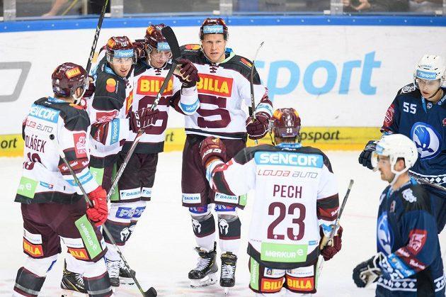 Hokejisté Sparty Lukáš Rousek, Jan Košťálek a Robert Říčka oslavují gól na 4:3 během utkání 1. kola Tipsport extraligy proti Plzni.