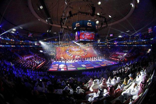 Zahajovací ceremoniál mistrovství světa házenkářů v supermoderní hale v Losailu.