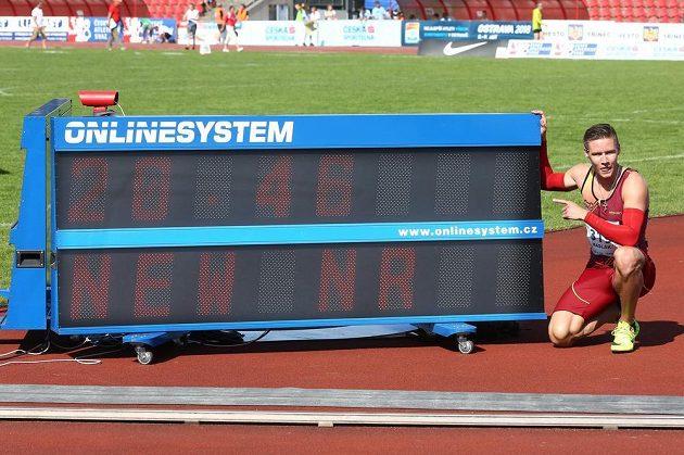 Vítěz dvoustovky Pavel Maslák, který vylepšil vlastní národní rekord na 20,46 sekundy.
