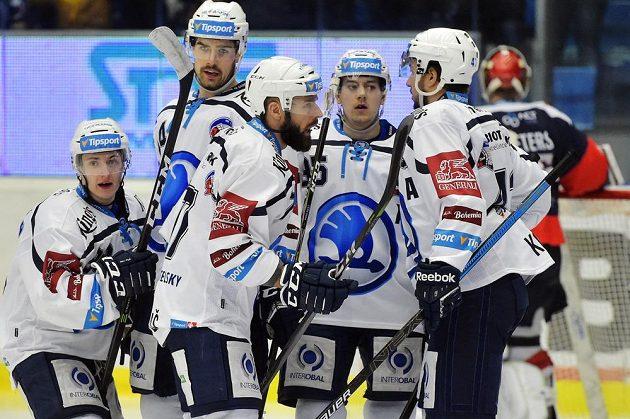 Hráči Plzně se radují ze třetího gólu proti Chomutovu. Zleva Petr Kodýtek, Peter Čerešňák, Milan Gulaš, Miroslav Indrák a Jan Kovář.