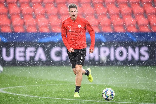 Lukáš Masopust během tréninku před utkáním základní skupiny Ligy mistrů s Borussií Dortmund.