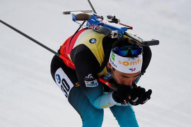 Francouzský biatlonista Martin Fourcade v akci během vytrvalostního závodu na MS v italské Anterselvě.