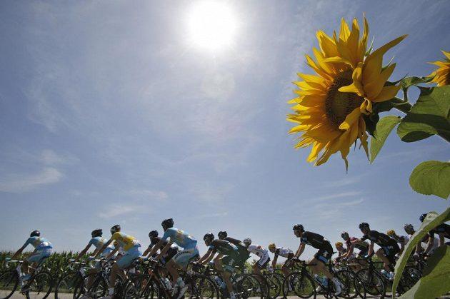 Závodníci si prožili rozmary počasí. Občas jim svítilo slunce.
