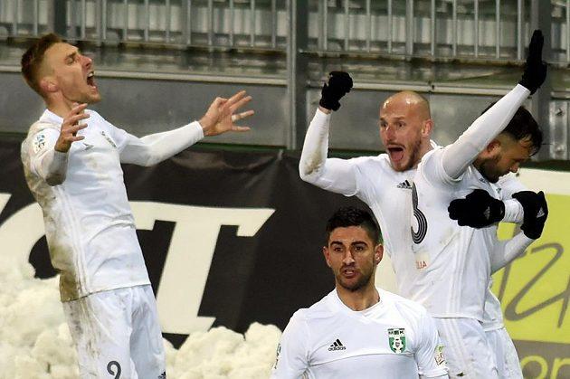 Hráči Karviné se radují z gólu. Zleva Jan Kalabiška, Bojan Letič, Marek Janečka a Lukáš Budínský.