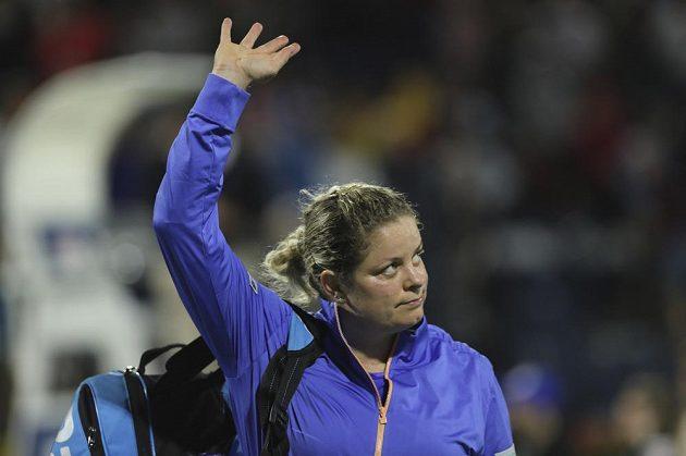 Bývalá světová jednička Belgičanka Kim Clijstersová při svém návratu po sedmileté pauze neuspěla.