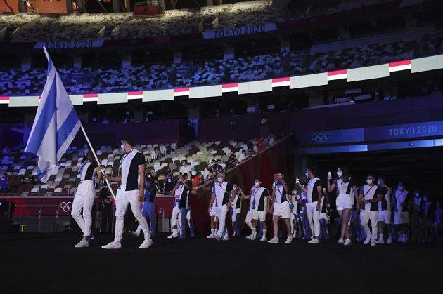 Izraelci přicházejí na Olympijský stadion v Tokiu.