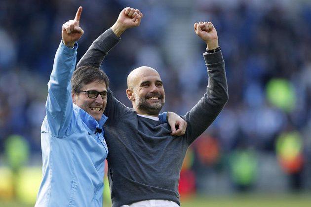 Manažer Manchesteru City Pep Guardiola slaví další mistrovský titul Citizens po výhře na půdě Brightonu.