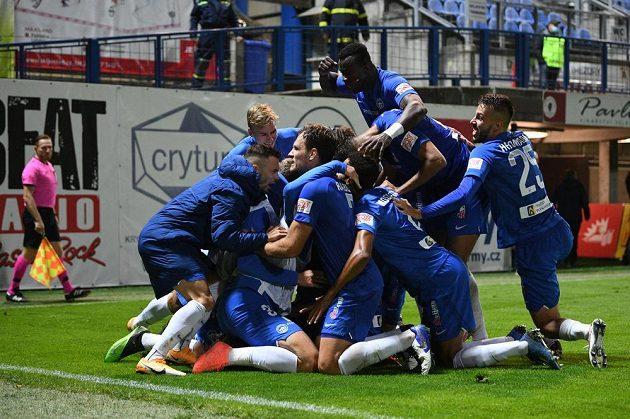 Radost fotbalistů Liberce z vítězného gólu proti APOEL Nikósie.