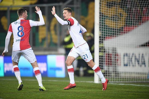 Slávisté Jaromír Zmrhal (vlevo) a Milan Škoda se radují z gólu proti Baníku.