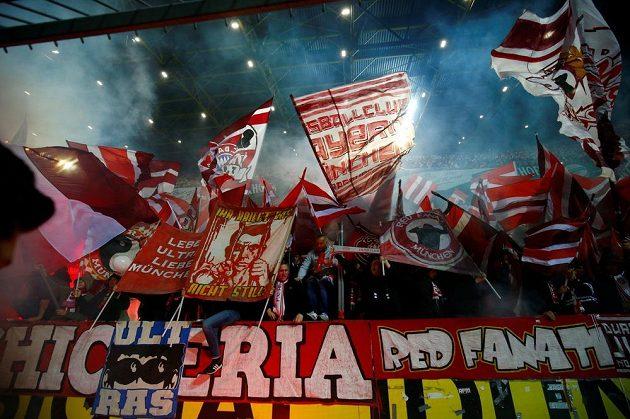 Fanoušci Bayernu Mnichov si užívali po výhře na hřišti rivala z Dortmundu v utkání bundesligy.