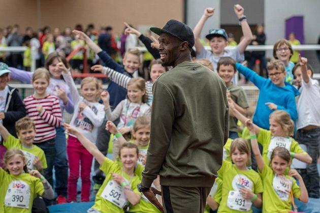 Usain Bolt dětem během akce Čokoládová Tretra učaroval.