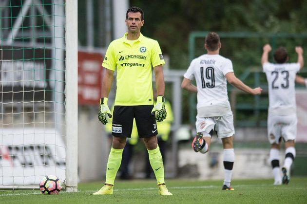 Zklamaný brankář Příbrami Aleš Hruška po třetím obdrženém gólu.