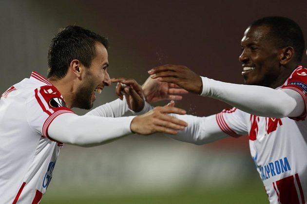 Milan Gajič z CZ Bělehrad (vlevo) po vstřeleném gólu proti Liberci.