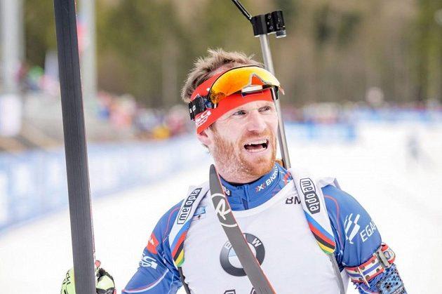 Michal Šlesingr v cíli sprintu SP v Ruhpoldingu.