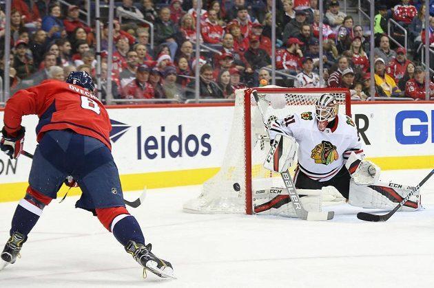 Útočník Washingtonu Alexandr Ovečkin sice tentokrát na gólmana Chicaga nevyzrál, ale jinak Capitals vyhráli jasně 6:2. První útok Washingtonu zářil, nastřílel čtyři branky.