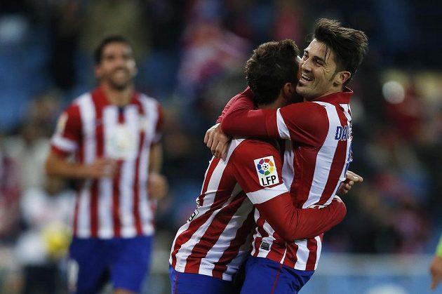 "Útočník Atlétika Madrid David Villa (vpravo) a jeho spoluhráč Jorge Merodio ""Koke"" se radují z gólu proti Getafe."
