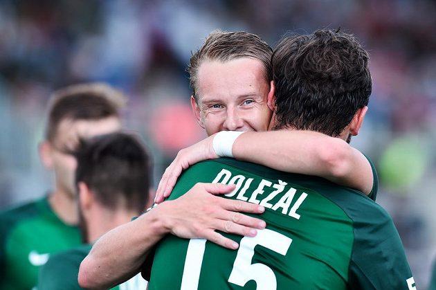 Autor prvního jabloneckého gólu Jan Chramosta a Martin Doležal, který dal druhý gól proti Karviné, se radují.