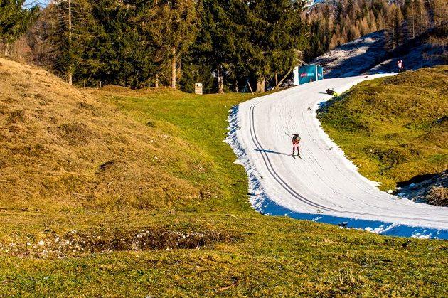Také v Tyrolsku mají značné problémy se sněhem, ale biatlonové tratě jsou výborně připravené.