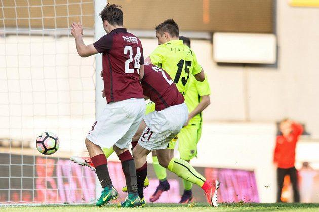 David Lafata střílí v zápase proti Brnu gól na 2:1.