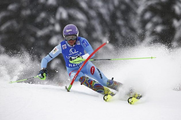 Šárka Strachová na trati prvního kola slalomu ve Flachau.
