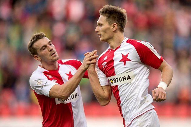 Slávistický kanonýr Milan Škoda a Milan Černý (vlevo) se radují ze vstřeleného gólu proti Bohemians 1905.