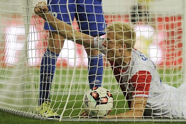 Michal Frydrych ze Slavie se raduje z druhého gólu v síti Třince v utkání 3. kola MOL Cupu. Slavia nakonec vyhrála 5:1.