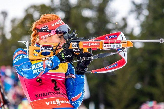 Česká biatlonistka Gabriela Soukalová při nástřelu před stíhacím závodem žen v ruském Chanty-Mansijsku.